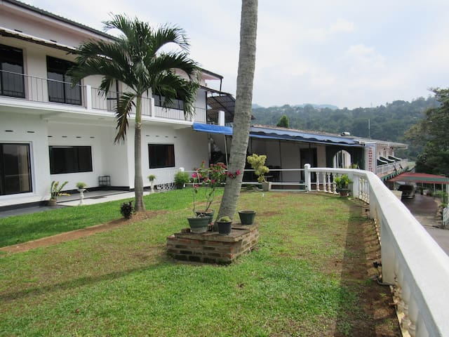 Beautiful Mountain View Villa Up To 30 guests