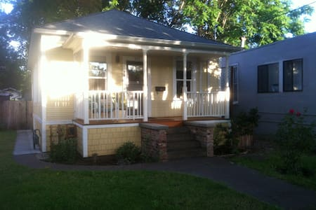 Cute, restored house close to downtown & CSUC - 奇可(Chico)