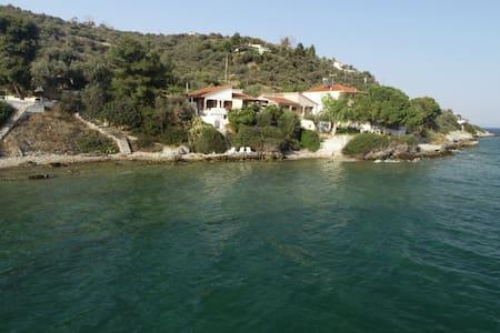 "The ""Villa Balkony"" sea home"