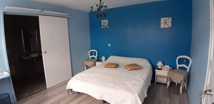 Chambre adaptée pour personne à mobilité réduite