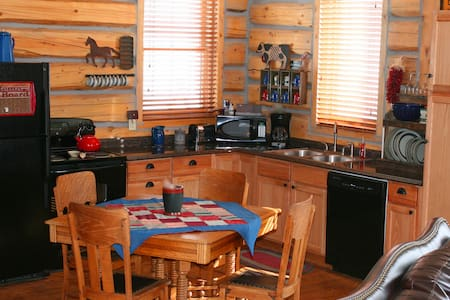 Deerwood Station Guest Cabin - Laramie - Chalet