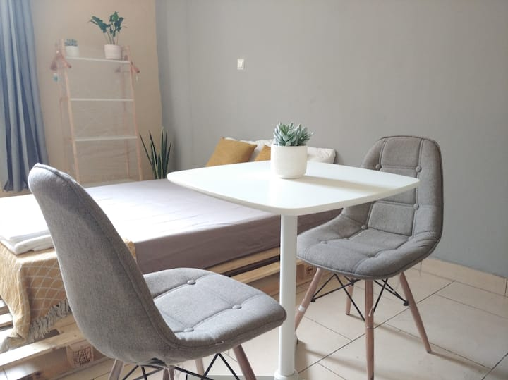 Comfortable & cozy studio with Wifi & shops nearby