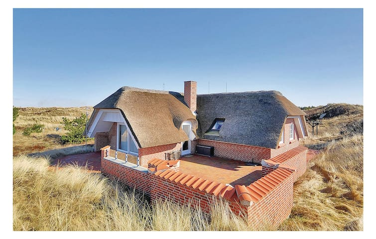 Holiday cottage with 3 bedrooms on 93 m² in Blåvand