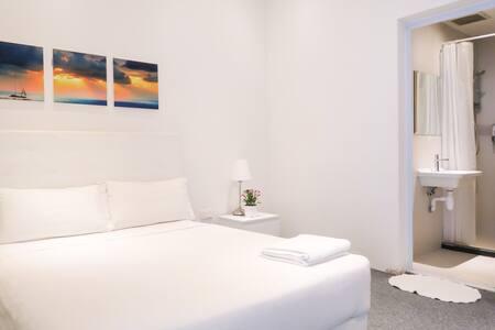 Comfy Bedroom En-suite/WIFI @Somerset/Orchard Area