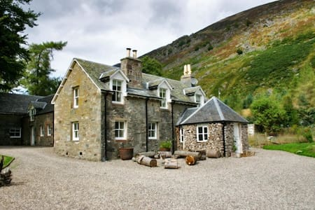 Farmhouse secluded in its own valley - Perth and Kinross - House