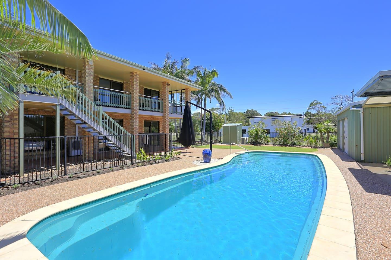Large Pool Woodgate Holiday rental