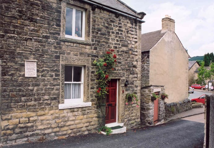 1 Lydgate Cottage