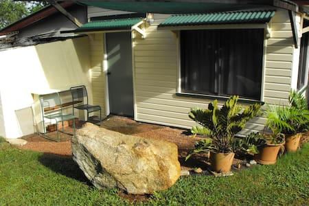 Bed sitter with seperate bathroom and kitchenette - Yungaburra - Lainnya