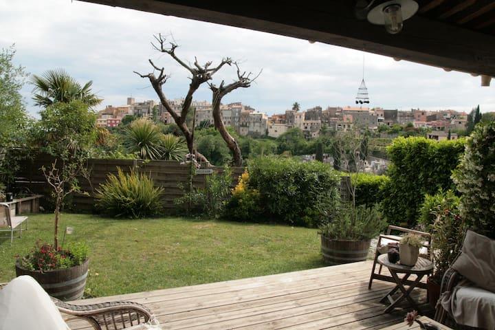 Jardin avec vue sur le village