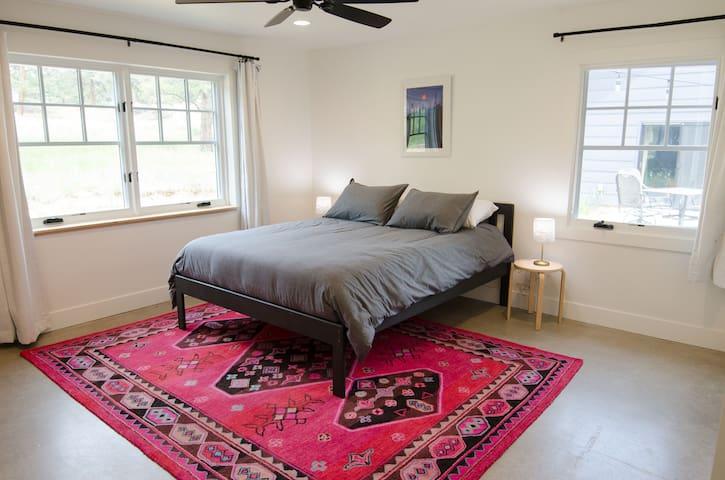 Bedroom 2, Queen bed.