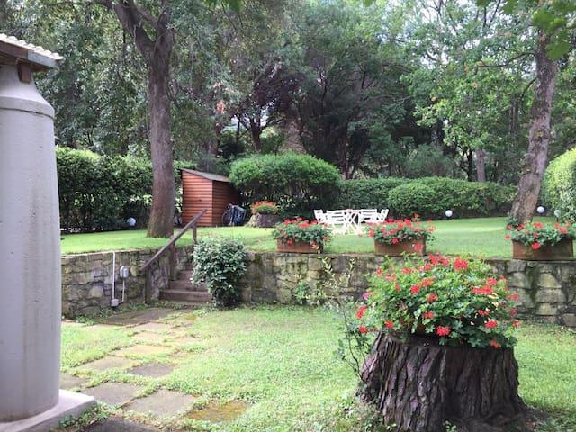 Villetta con grande giardino