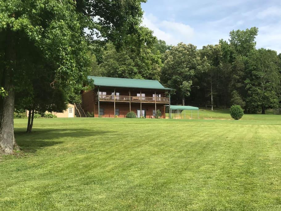 Peaceful Hills Cabin has 5 bedrooms