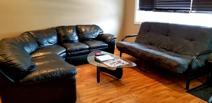 *FAMILY TIME* 5BR, 2 SUITES, 5 mins to RCMP & YQR