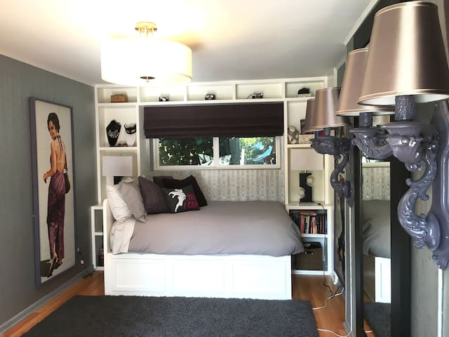 Private Stylish Studio Guest Suite w/ Pool