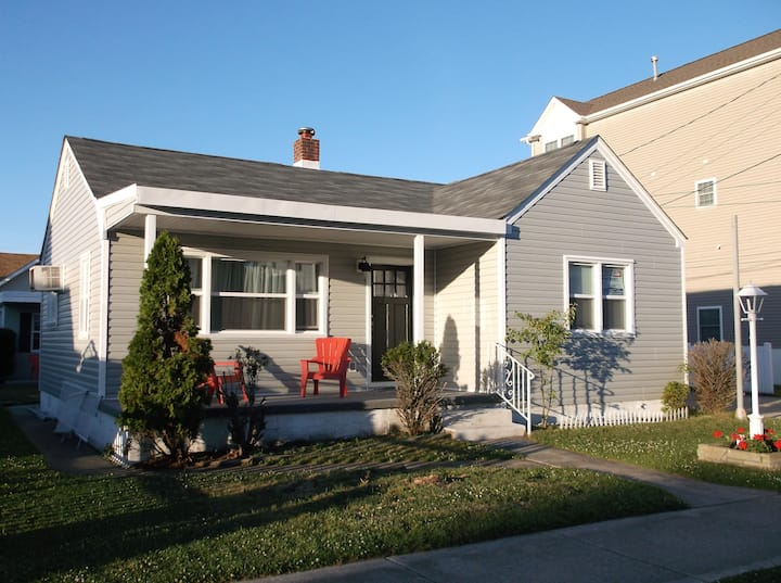Pet Friendly- 2 Bedroom/2 Bath close to Everything