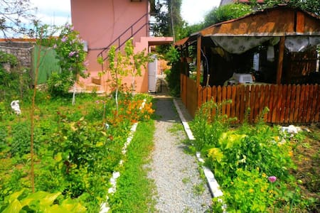 Garden guesthouse /10Min to beach