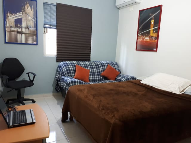 Cosy room for rent, excellent for a student, pro..