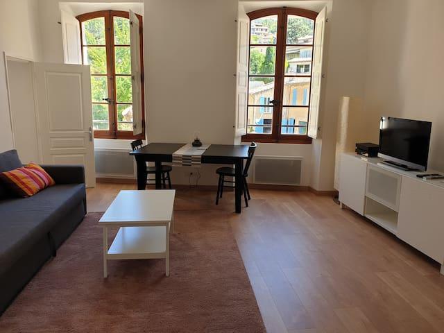Appartement  cosy et calme au centre de Cotignac.