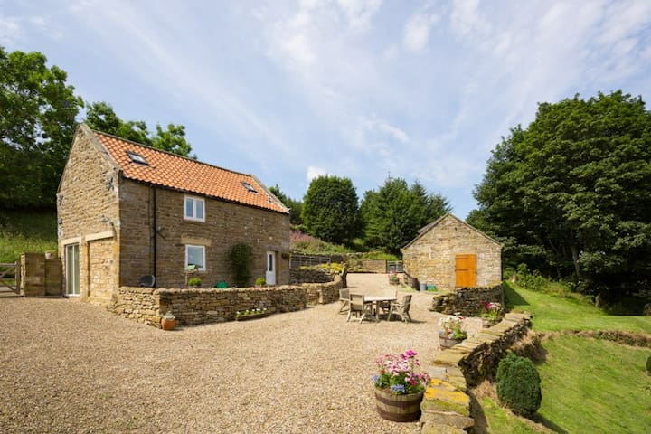 Snowy Owl Lodge a 5* gem in the North York Moors - Hartoft End - House