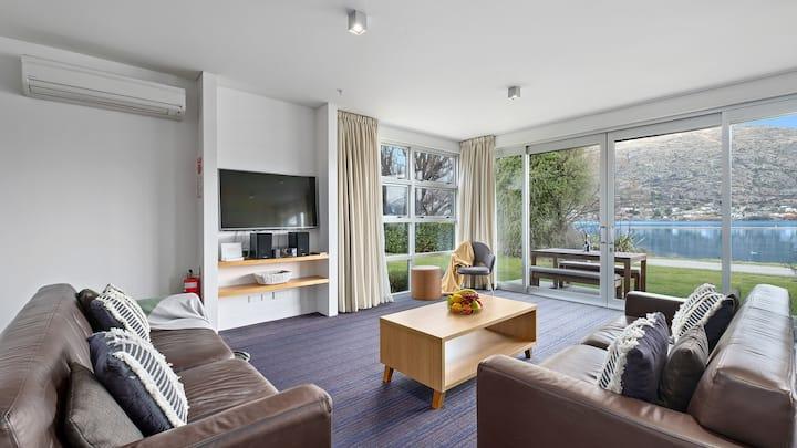 Waterfront Apartment - Marina Quarters 108B