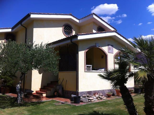 """""""PAULINES"""" SUITE IN VILLA CON GIARDINO - Fiumicino - Villa"""