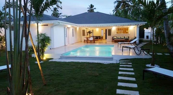 CASA SOL, new villa, 4 bedro, 250 m from the beach