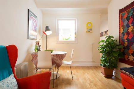 MY COZY LITTLE SPACE IN BARCELONA - Barcelona - Lägenhet
