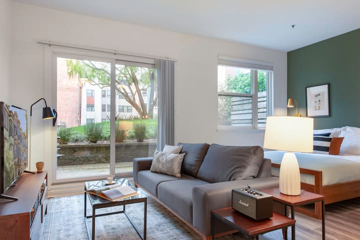 Sleek Lower Pacific Heights Studio w/ Patio, Gym, Pool, Spa by Blueground
