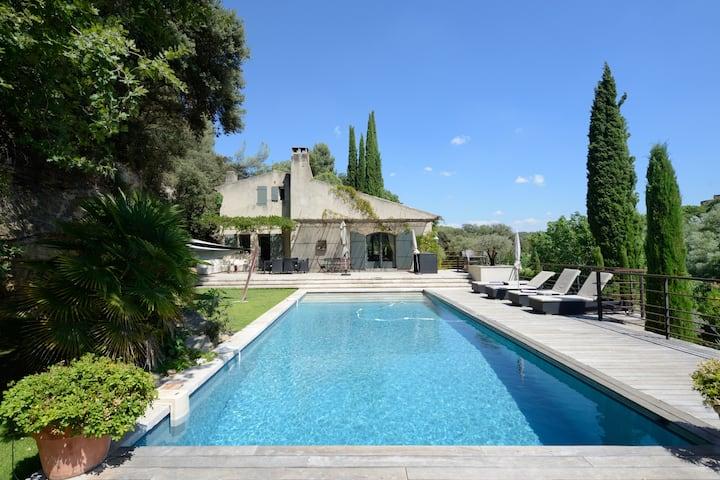 Villa Nirvana - 6 Private Ensuite Bedrooms w/ pool