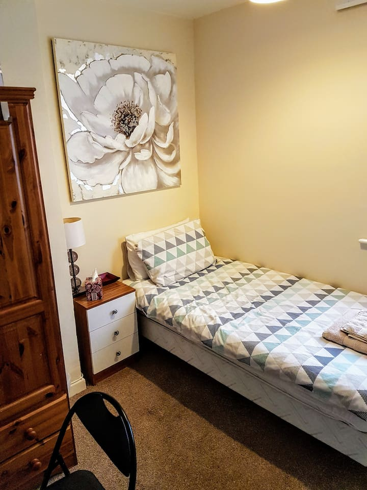 A warm, cosy, & spacious double room with a comfy single bed.  Plenty of storage & space for you to relax.