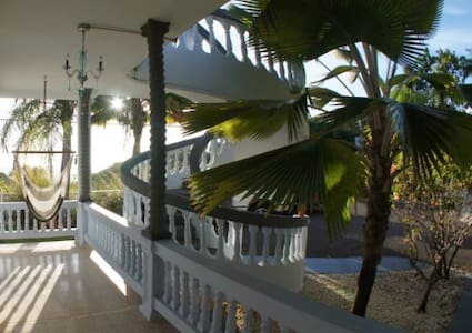 Suite 2 Spacious Private Villa with Pool & Parking - Rincon