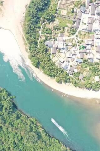 这样子的是高度300米的俯瞰图,√的地方就是我家房子
