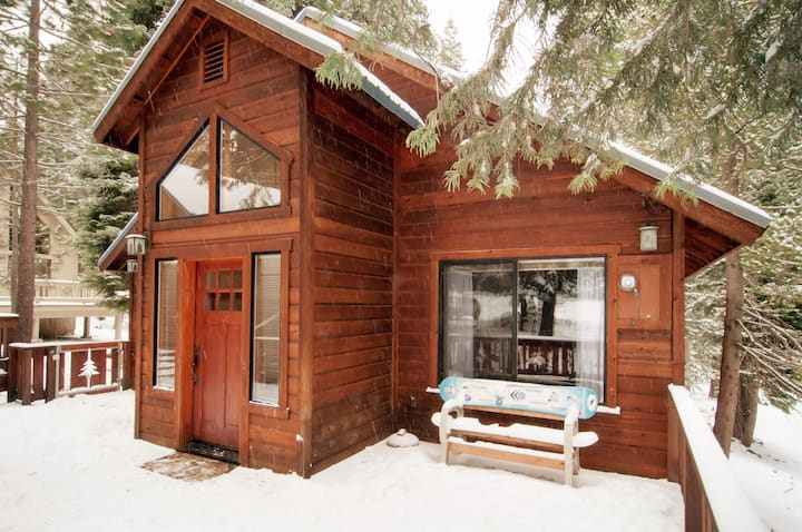 Grand Great Room Cabin in Tahoe Donner!