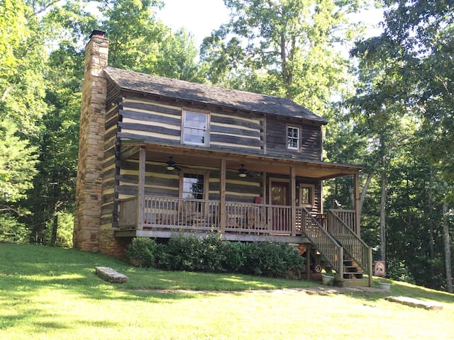 Cabin Creek Farm (restored 18th century cabin) - Amherst - Cabaña
