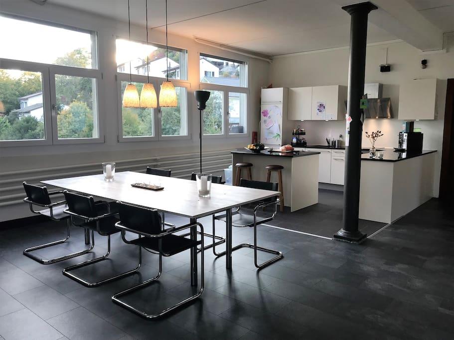 Küche & Essbereich offen und lichtdurchflutet.