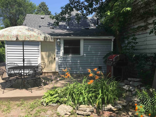 2-Bed House/Great Patio, Grill $7 Uber to Excel