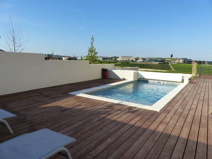 Villa moderne vue dégagée et piscine chauffée