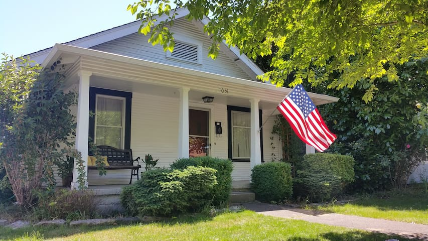 Charming 1920s home in historic district - Springfield - Huis