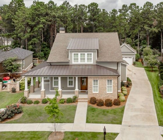 Open plan, new construction, all the finishings!