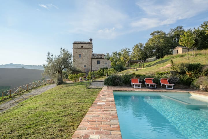 Exclusive and charmy hillside villa with pool