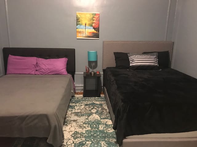 Cozy Big Room in Brooklyn 5 minute walk to train!