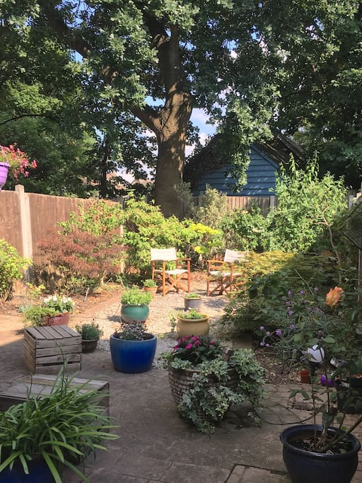 Pretty, private garden for guests to relax in