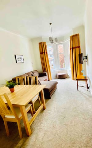 Modern 3 Bed. Flat in fashionable West End