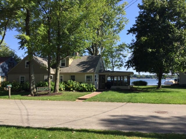 Lakefront House - Beautiful views and beach