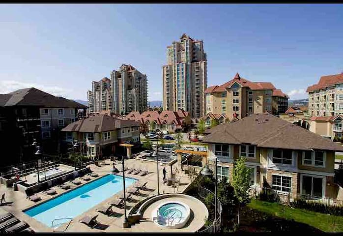 Luxurious 1bedroom&den condo, downtown waterscape