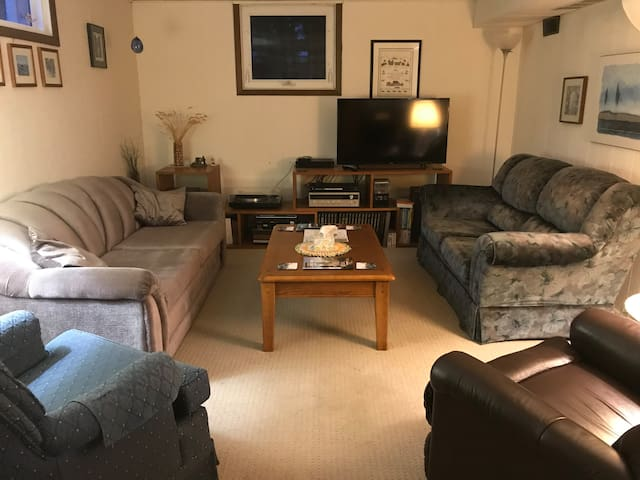 Comfy 1 BR Home away from home.