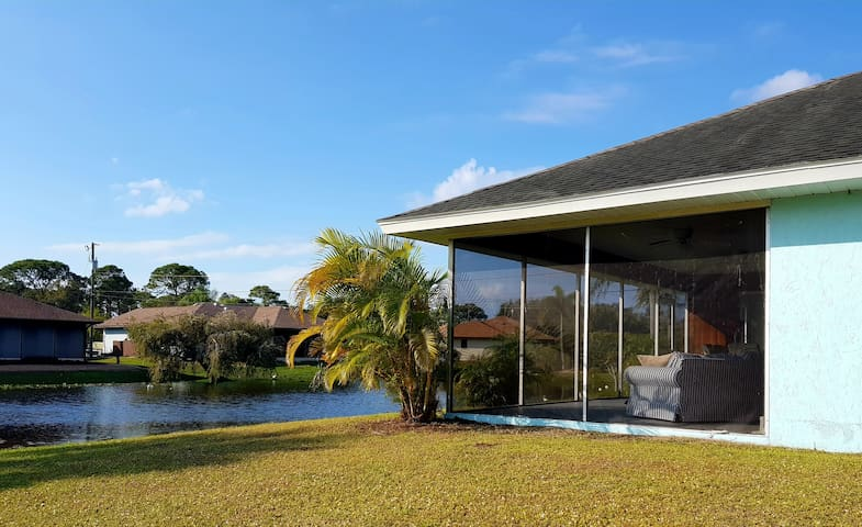 Pretty little house right on the water, perfect for outdoor Florida living.