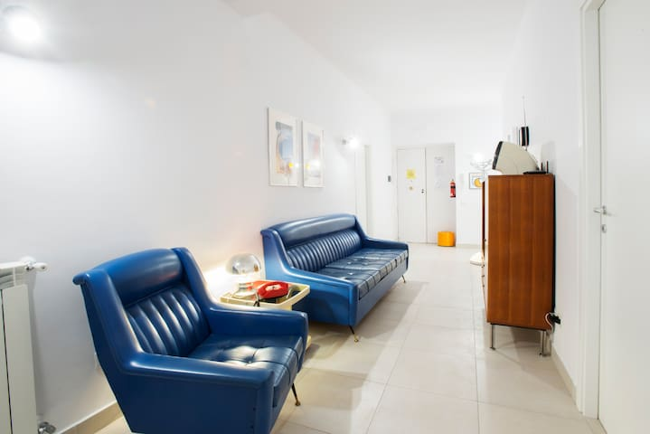 Entrance - Living, this room is accessible to all other rooms. You will be able to rest after your walks, watch a movie, surf on web with free wi-fi, read a book and plan your itineraries with the tourist material that we make available to you.