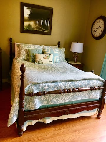 Quiet Country Family Suite 30 mins from airport