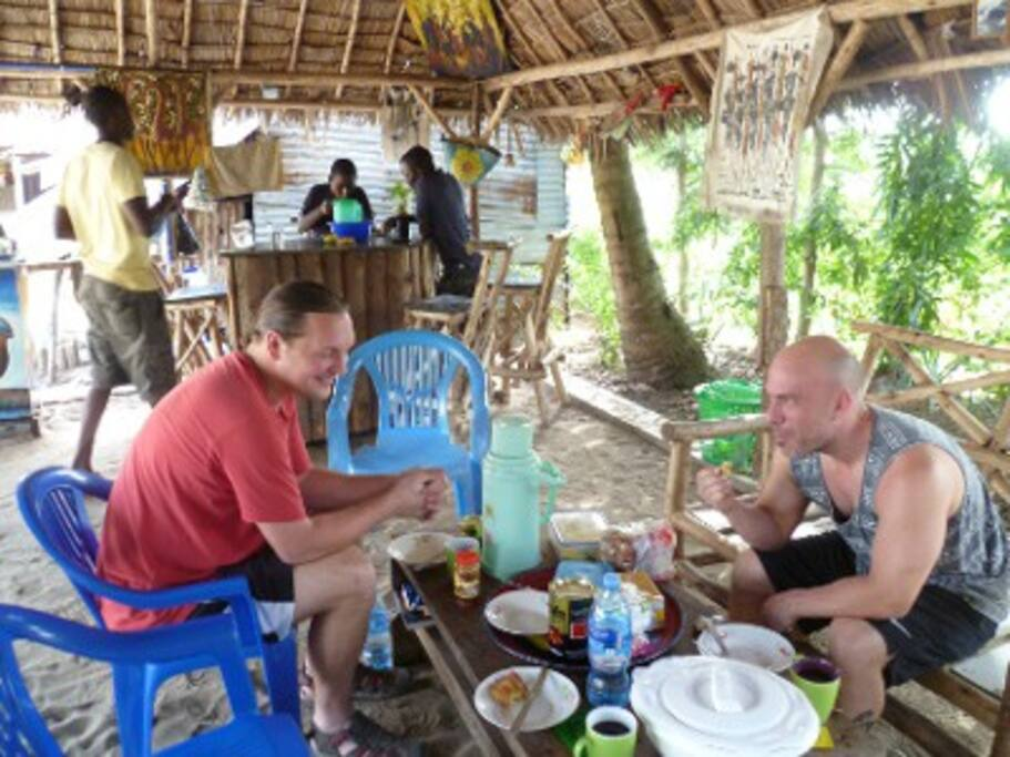 Eating, drinking and talking in the Banda